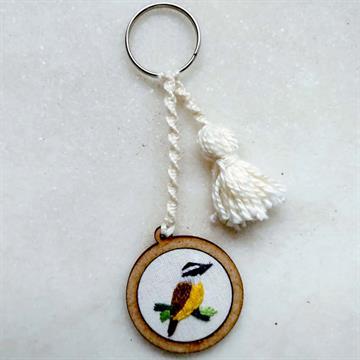 Bem-te-vi - chaveiro Pássaros Caparaó bordado e macramê