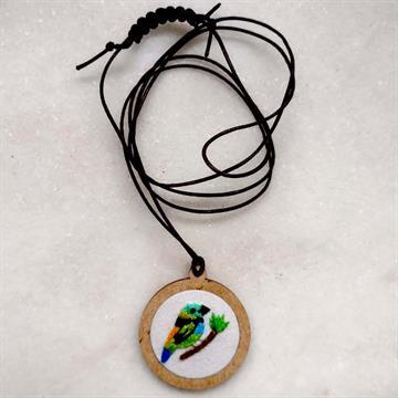 Saíra-sete-cores - pingente bordado Pássaros Caparaó