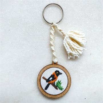 Corrupião - chaveiro Pássaros Caparaó bordado e macramê