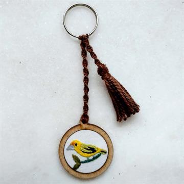 Canário-da-terra - chaveiro Pássaros Caparaó bordado e macramê
